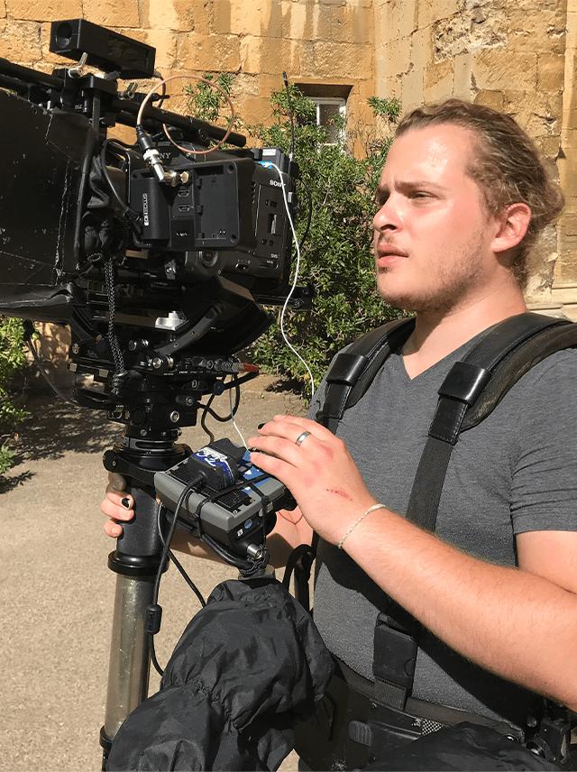 SEO Text TMC Production Seit mehr als 25 Jahren produzieren wir hochwertige TV-Sendungen, Reportagen und Magazinbeiträge, aber auch Imagefilme und Werbung. Wir machen Fernsehen, wir machen Videos, wir machen Spots und Clips und vieles, vieles mehr. Wenn Sie Ideen haben, setzen wir sie um. Wenn Ihnen die Idee ausgehen oder Sie Inspiration suchen, machen wir Vorschläge. Für alles, was mit Film zu tun hat, und in allen Bereichen, die sich rings um dieses Thema gruppieren. Sprechen Sie uns an. Kameramann Kamera Film Video Spot Idee Videograph Movie Entertainment Chlip Bewerbung Kreativ Agentur Team Bühne EB-Teams Hochzeitsvideo TV-Filme Drohnenaufnahmen Fernsehproduktion Electronic Presskit Imagefilm Industriefilm Flugaufnahmen Produktion Schnitt Bearbeiten Film schneiden Karriere Über uns Kontakt Filmproduktion Videoproduktion TMC Thomas Morgott Production TMCProduction München Videoagentur Videoagent Szene Szenerie